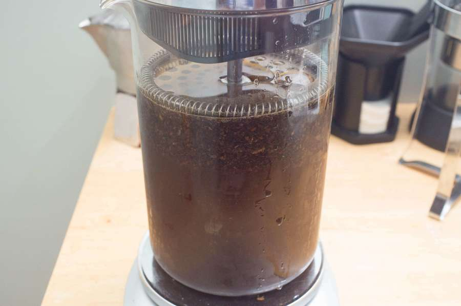 Making french press coffee