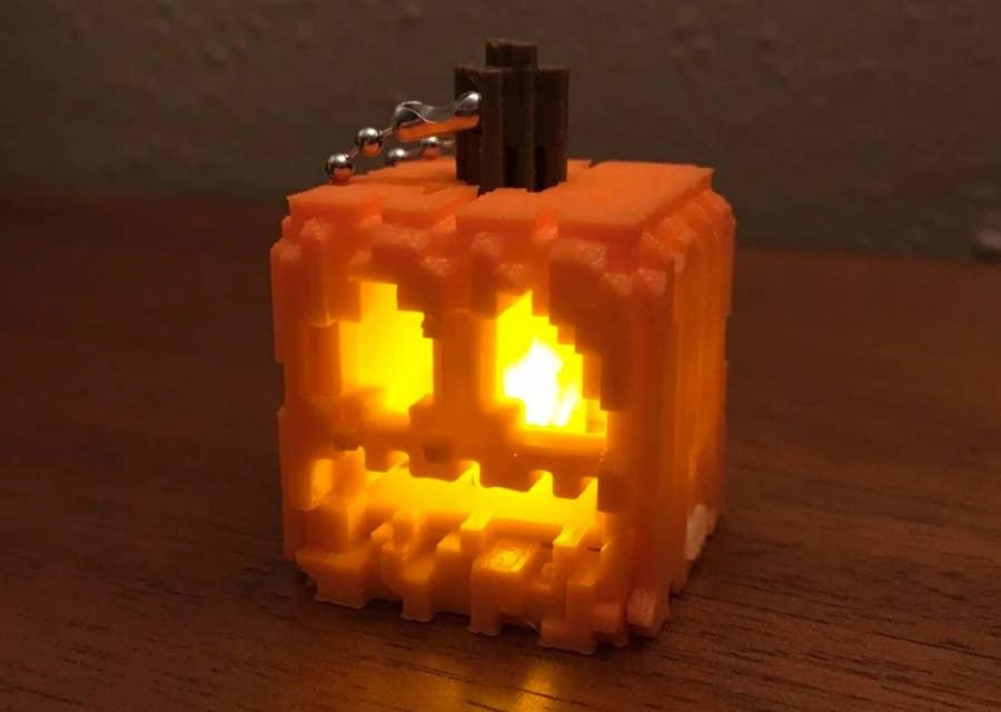 Mini snap-together Minecraft jack-o-lantern