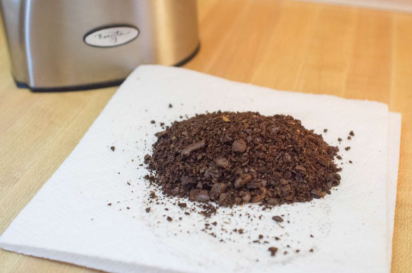 An uneven coffee grind with chunks and fine particles