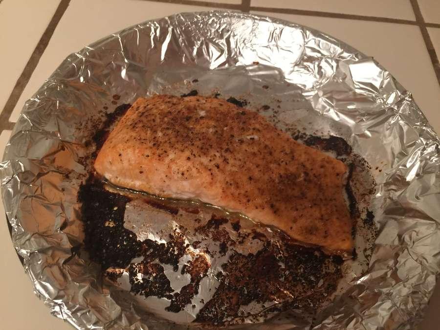 Baked salmon filets in tin foil