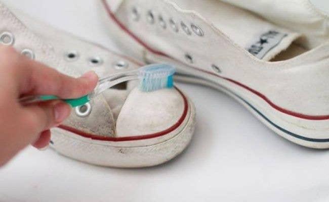toothpaste clean sneakers