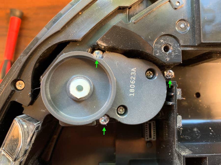 Removing the Roborock S5 brush assembly