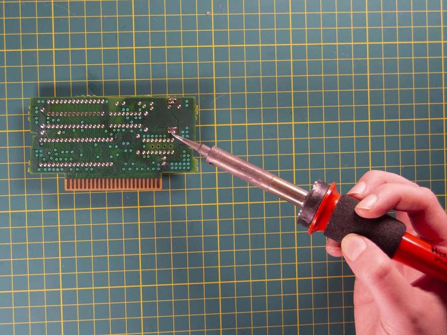Soldering SNES cartridge board