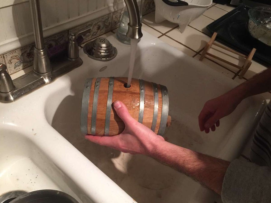 Soaking a cask in water