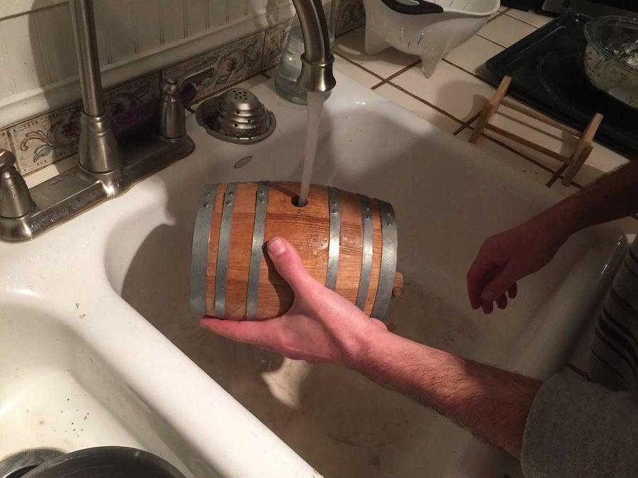 Soaking a cask in water