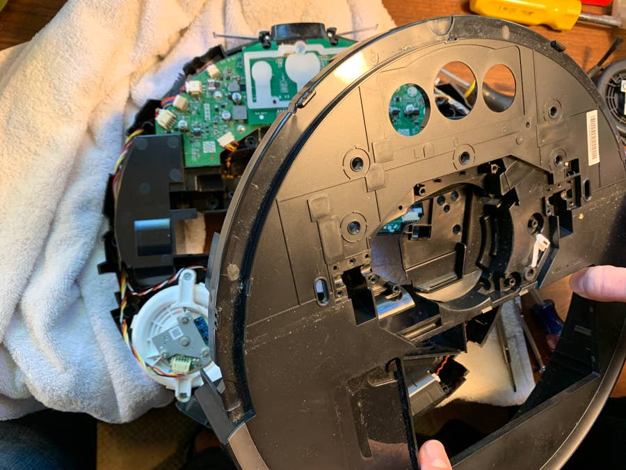 Removing Roborock S5 top cover
