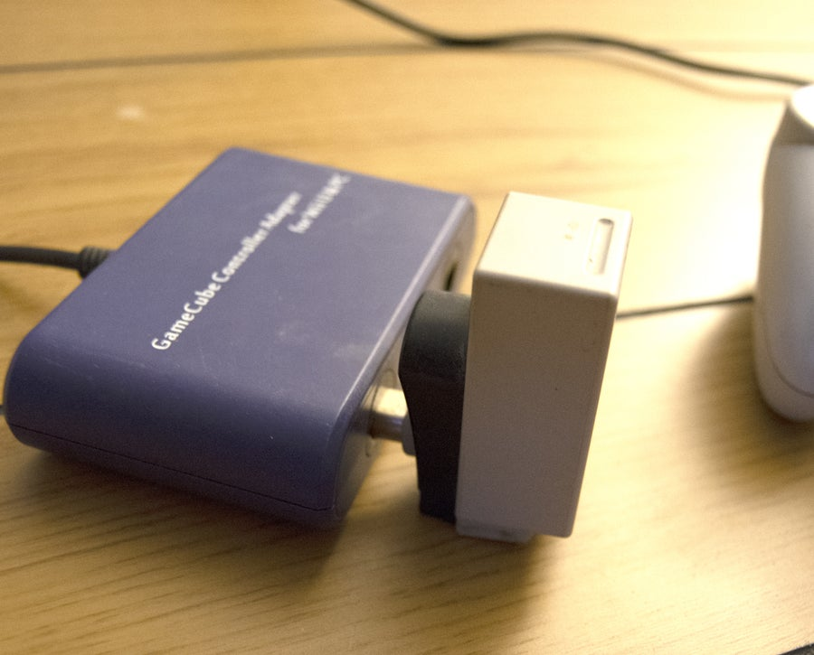 Connect GameCube to PC adapter