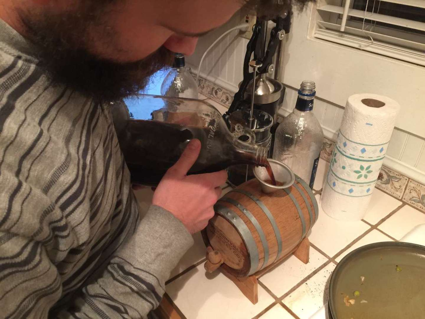 Filling an empty cask with essence liquor