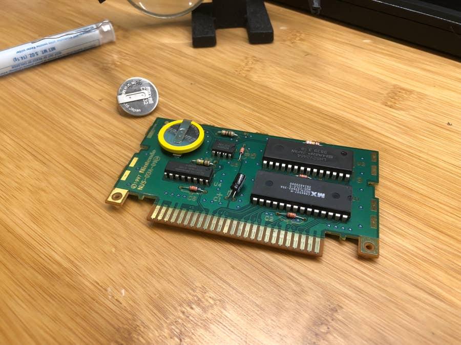 Comparing old vs. new N64 cartridge batteries