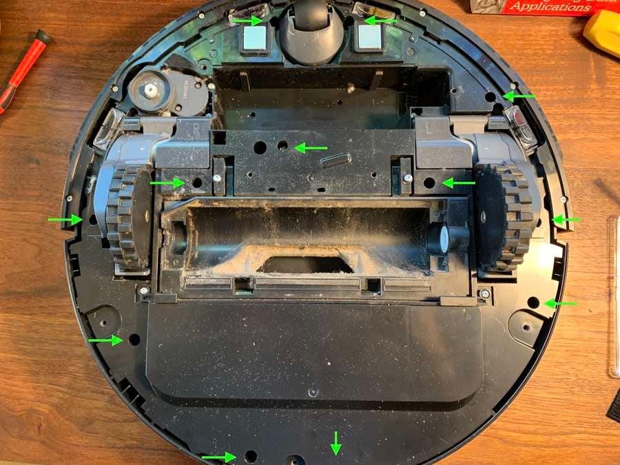 Removing the Roborock 12 bottom screws