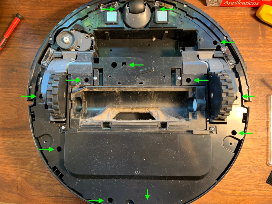 Removing the Roborock 12 bottom screws