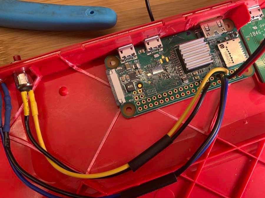 Raspberry Pi keyboard custom power button circuit