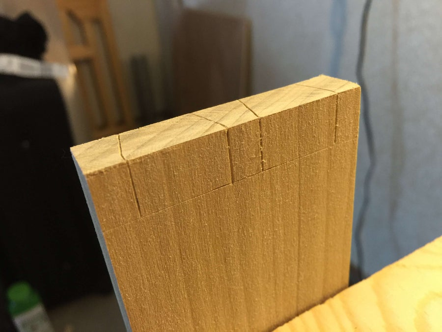 Mark the edges of the pin board