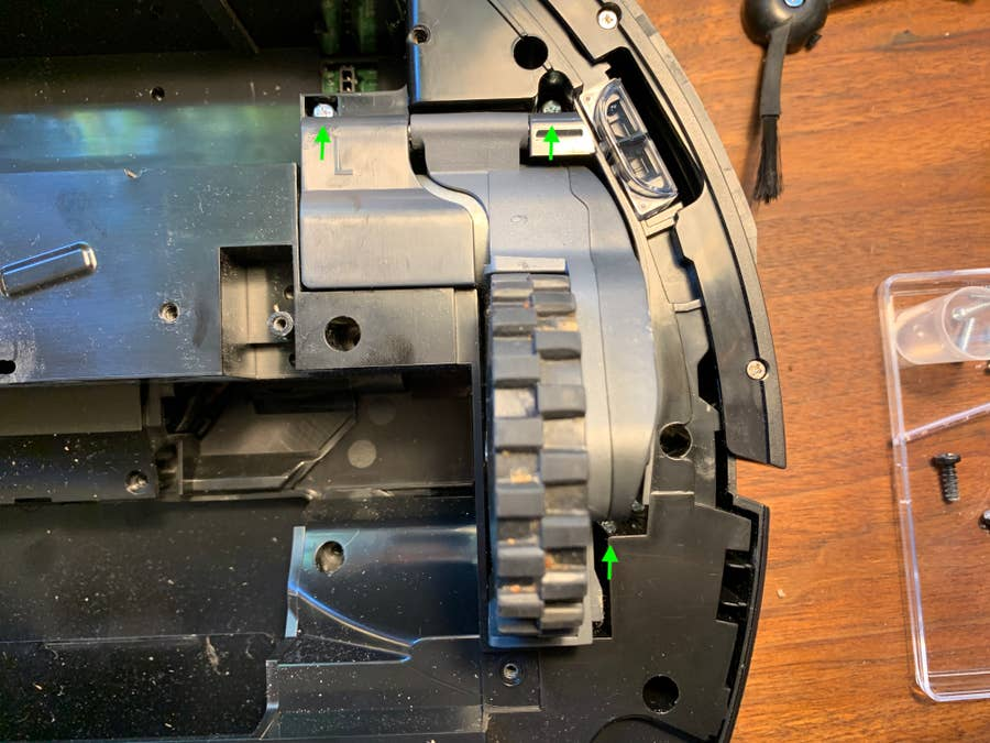 Removing the Roborock S5 wheel assembly