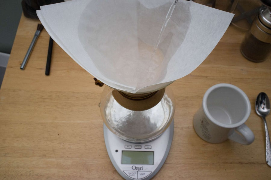 wetting the filter of a chemex